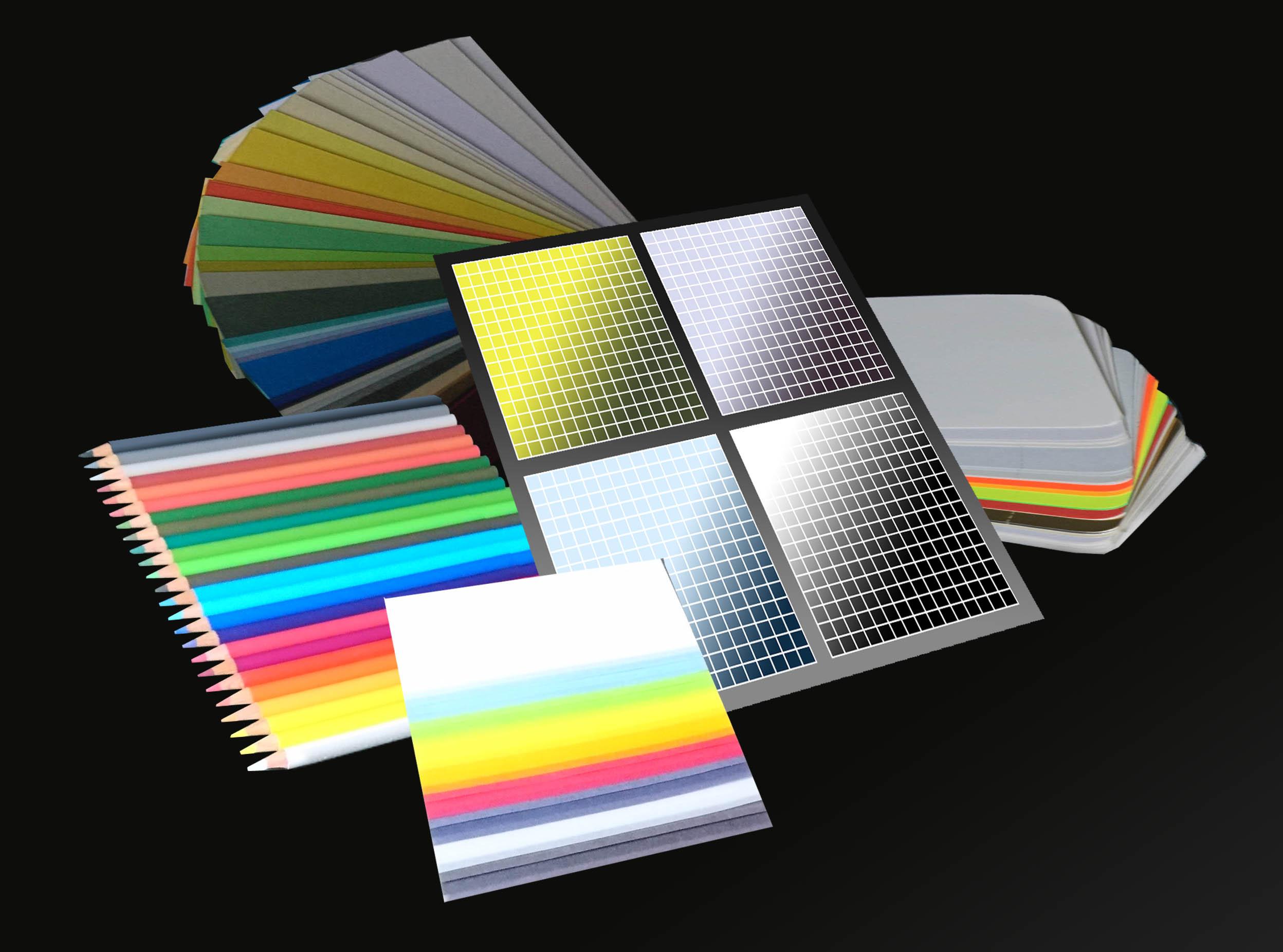 Eine Zusammenstellung von Farbpaletten, Buntstiften und Farbfaechern zeigen die Vielfalt der Farbsysteme und belegen die erforderliche Kenntnis bei der Betreuung der verschiedenen Medien.